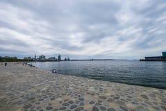 Boulevard, les gens sur le bord de la mer Photos stock