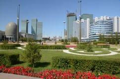 Boulevard verde dell'acqua a Astana fotografie stock libere da diritti