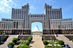 Boulevard vert de l'eau à Astana Images libres de droits