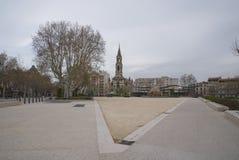 Boulevarddes-arena och Charles de Gaulle Square - Nimes - Camargue Provence - Frankrike Royaltyfri Foto