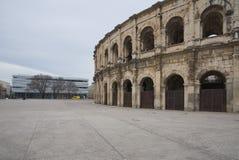 Boulevarddes-arena och Charles de Gaulle Square - Nimes - Camargue Provence - Frankrike Royaltyfri Fotografi