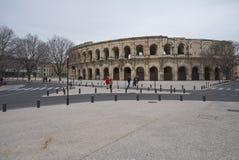 Boulevarddes-arena och Charles de Gaulle Square - Nimes - Camargue Provence - Frankrike Fotografering för Bildbyråer