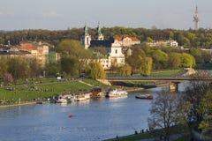 Boulevards op de rivier Wisla, recreatief gebied, Krakau, Polen stock foto