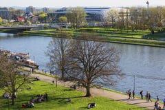 Boulevards op de rivier Wisla, recreatief gebied, Krakau, Polen royalty-vrije stock foto's