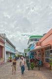 Boulevardstraat met plaatselijke bewoners en toeristen het lopen stock foto's