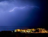 Boulon d'éclairage dans la ville de bord de la mer Images libres de droits
