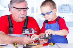 Boulon de mesure de grand-père et de petit-enfant Images stock