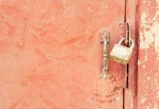Boulonnez les serrures fond, serrures de boulon doit être ouvert par une clé Photos libres de droits
