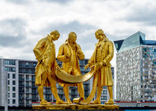 Boulton, Watts en Murdoch-Standbeeld in Birmingham tegen Bewolkte Sk royalty-vrije stock foto