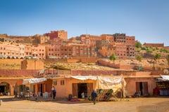 Boumalne Dades, Marokko - 31. Oktober 2016: Marktplatz in Boum Stockfotos
