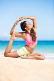 Boung woman in yoga pose at the beach Royalty Free Stock Photography