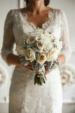 Bouqet bonito do casamento nas mãos Fotos de Stock