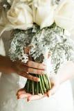 Bouqet hermoso de la boda en manos Fotos de archivo