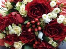 Bouqette von Blumen mit Rosen Stockbilder