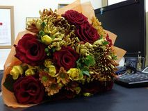 Bouqette von Blumen mit Rosen Lizenzfreies Stockfoto
