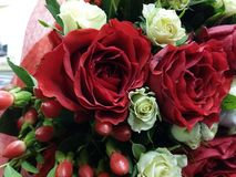 Bouqette von Blumen mit Rosen Lizenzfreie Stockfotografie
