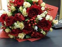 Bouqette von Blumen mit Rosen Lizenzfreie Stockfotos