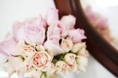 Bouque vita rosor Royaltyfri Foto