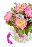 Bouquet étonnant des mésons pi roses sur le blanc Photographie stock