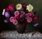 Bouquet. Натюрморт с букетом осенних цветов Stock Image