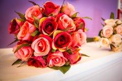 Bouquet artificiel des roses Photos libres de droits
