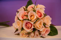 Bouquet artificiel des roses Photographie stock libre de droits