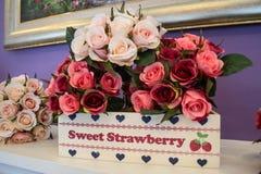 Bouquet artificiel des roses Photo stock