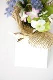 Bouquet avec la note de papier Images stock