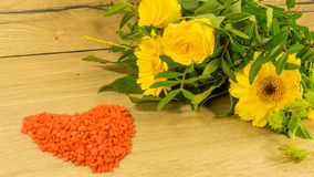 Bouquet avec les fleurs jaunes Image stock