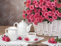 Bouquet of chrysanthemums in a basket and milk tea. Rural concep Stock Photography