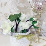 Bouquet décoratif Fleurs dans un vase image stock