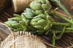 Bouquet d'artichaut dans la boîte en bois Image stock