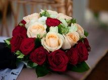 Bouquet d'Edding des roses rouges lumineuses Photographie stock libre de droits