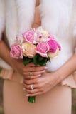 Bouquet dans les mains Photographie stock