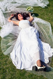 Bouquet dans les mains de la mariée Photo libre de droits