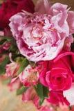 Bouquet de boucles et de roses de mariage Image libre de droits