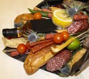 Bouquet de croissant et de différentes saucisses Photos stock