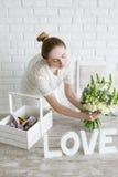 Bouquet de fleur d'exposition de fleuriste dans la boutique Photos libres de droits