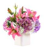 Bouquet de fleur dans le pot en céramique blanc Photos libres de droits