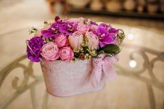Bouquet de fleur de mélange de rose de palette de rose de Violette Image libre de droits