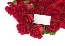 Bouquet de fleur des roses rouges et carte de voeux d'isolement Image libre de droits