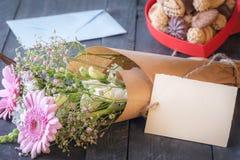 Bouquet de fleur et un label vide Photo libre de droits