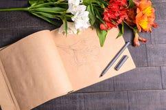 Bouquet de fleur de lettre d'amour, l'espace libre Photos stock