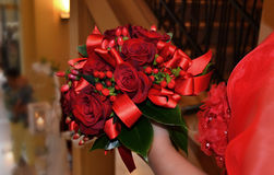 Bouquet de jeune mariée de rose de rouge Photo libre de droits