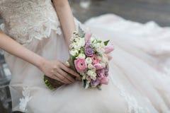 Bouquet de jeunes mariées Photographie stock