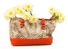 Bouquet de jonquille de fleurs dans le sac Images stock