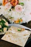 Bouquet de la jeune mariée photo libre de droits