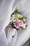 Bouquet de luxe de mariage Le concept du mariage et de l'amour accessoires pour juste le plan rapproché marié de cérémonie Fleurs Photos libres de droits