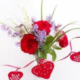 Bouquet de luxe fait de roses rouges dans le bouquet de valentines de fleuriste des roses rouges image libre de droits