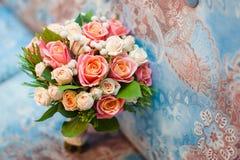 Bouquet de mariage avec des roses de thé Images libres de droits